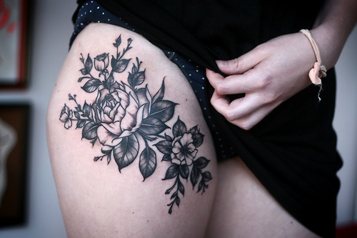 upperplusthighplustattoosplusroses-alicecarrier-roses-on-the-upper-thigh.-thanks-jess